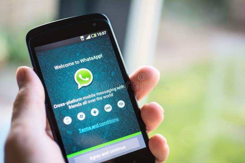 Aplicação do móbil de WhatsApp imagem de stock