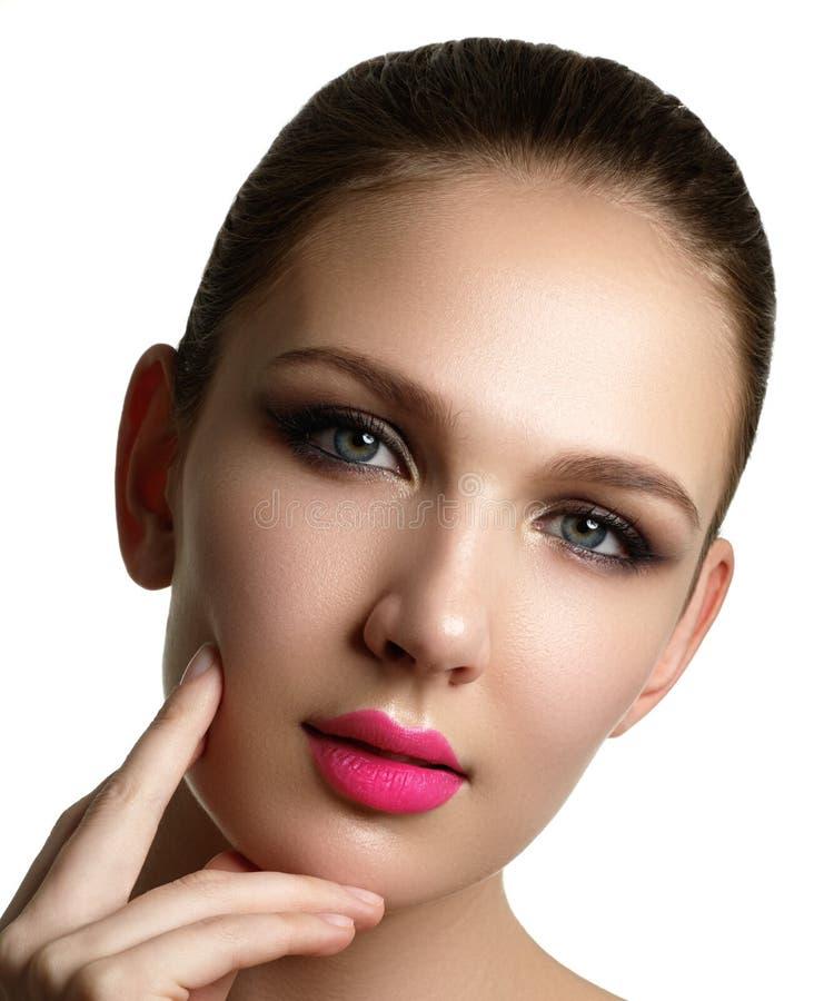 Aplicação do rímel Close up longo dos chicotes Escova do rímel eyelashes imagem de stock royalty free