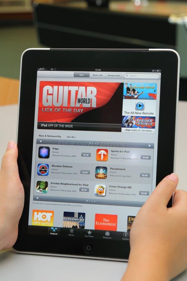 aplicação dos iTunes no iPad de Apple foto de stock royalty free
