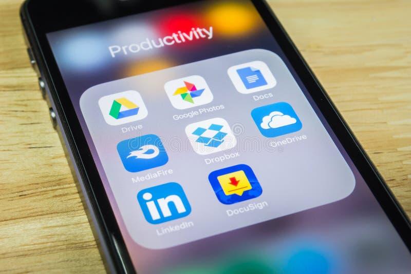 aplicações móveis Nuvem-baseadas imagem de stock royalty free