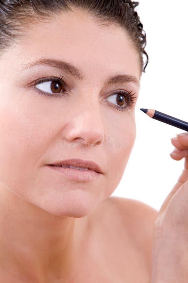 Aplicación de eyeliner imagen de archivo libre de regalías