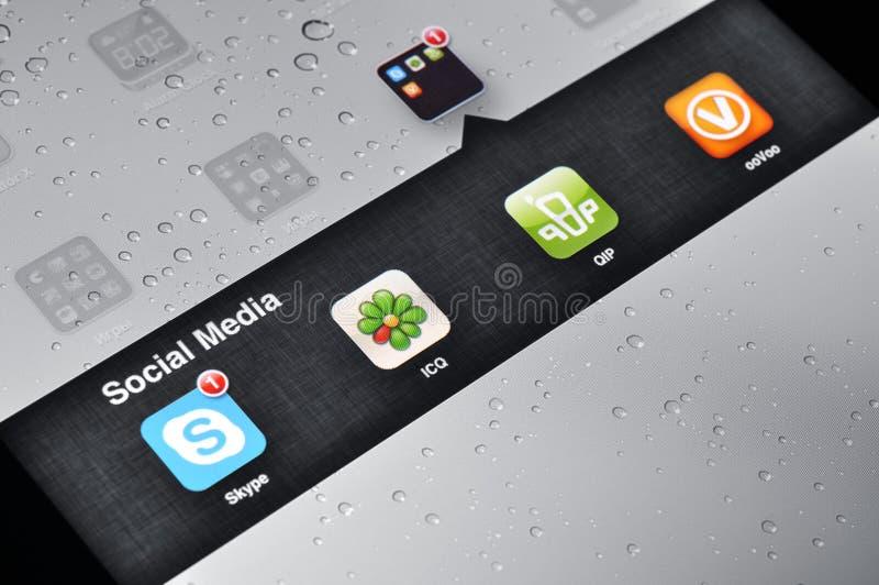 Aplicaciones sociales de los media en Ipad fotografía de archivo libre de regalías