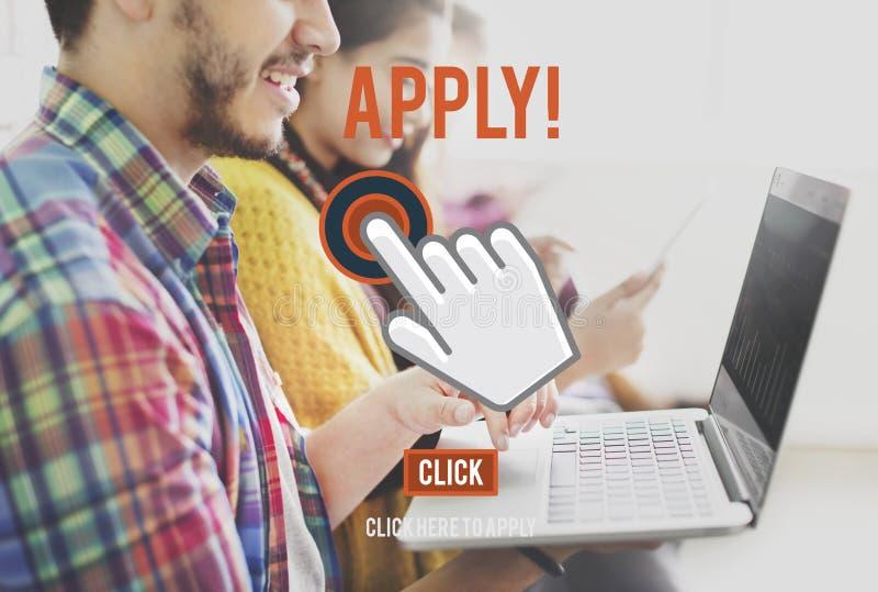 Aplique aqui o conceito do emprego do recrutamento da candidatura online imagem de stock