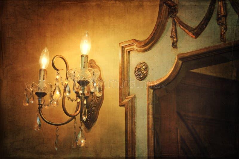 Aplique ligero de la pared con el espejo imagen de archivo libre de regalías