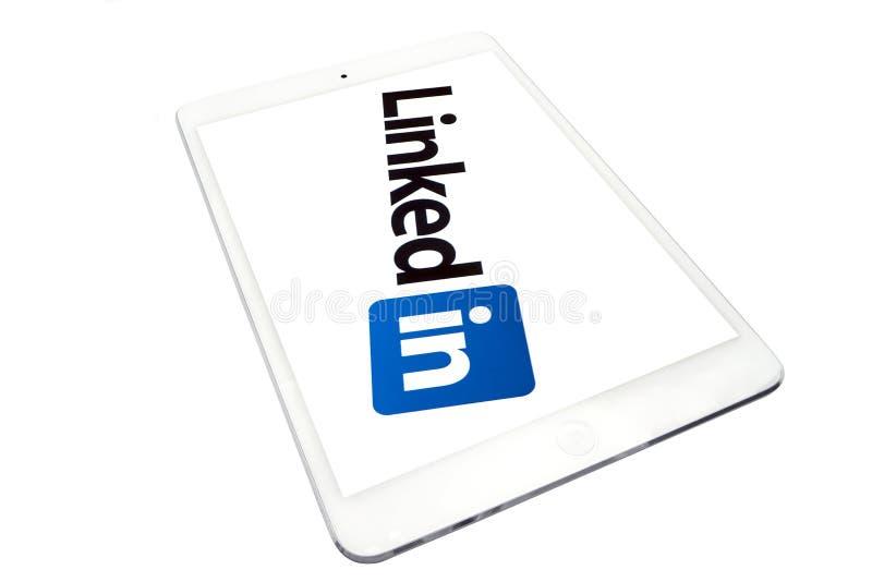 Aplique o iPad mini e ligado dentro fotografia de stock
