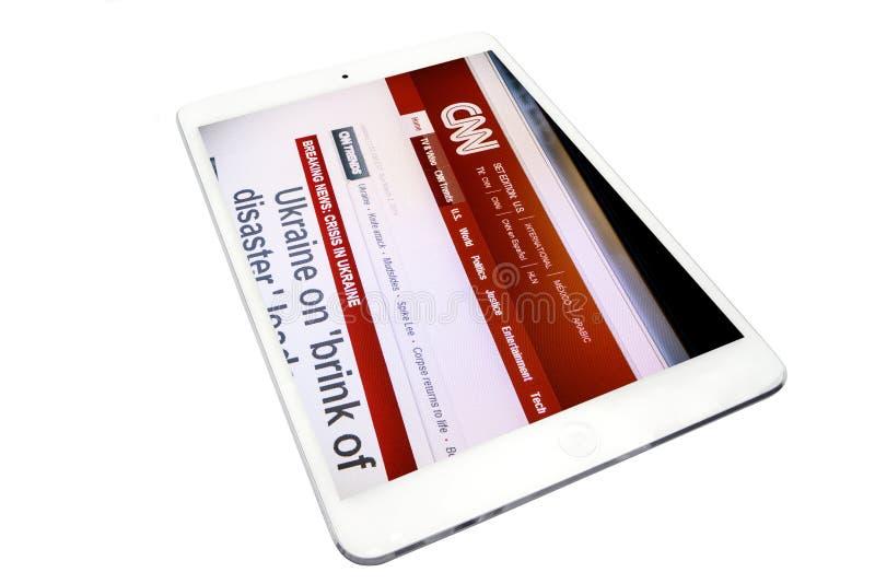Aplique o iPad mini e Web site do CNN imagens de stock royalty free