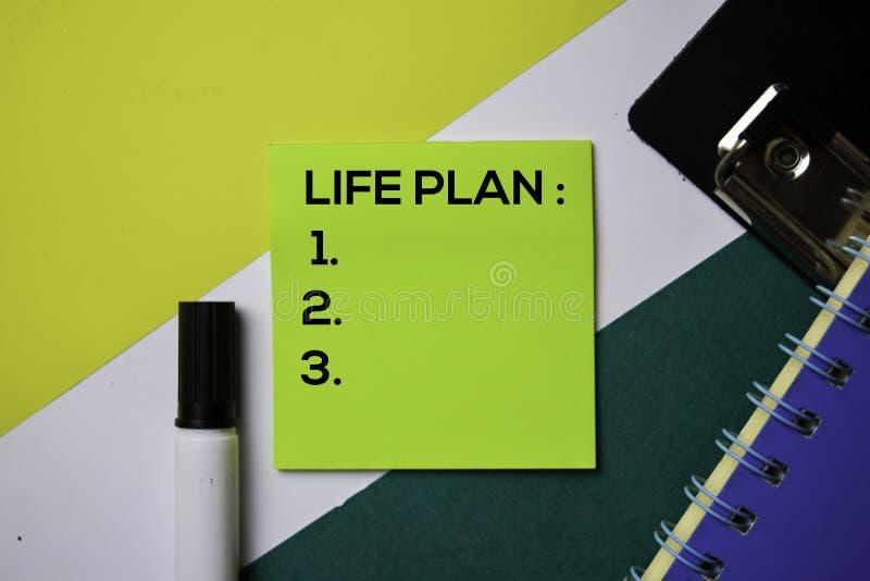 Apoio do plano da vida adicionando o texto do número em notas pegajosas com conceito da mesa de escritório foto de stock
