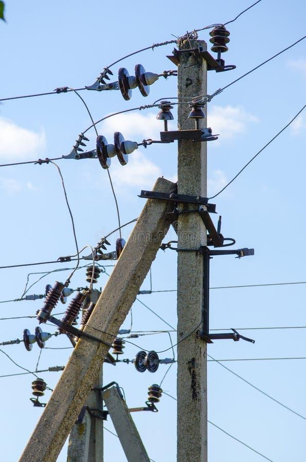 Apoios para linhas de transmissão de energia aéreas imagens de stock