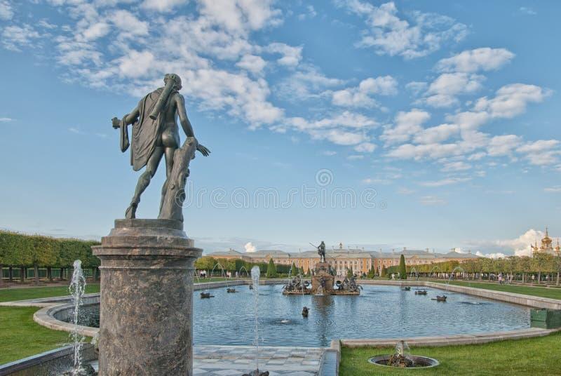 Apollo Belvedere Statue in het het Museumdomein Peterhof van de Staat Rusland royalty-vrije stock fotografie