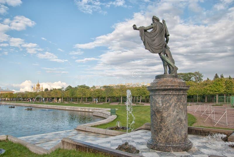 Apollo Belvedere Statue in het het Museumdomein Peterhof van de Staat Rusland royalty-vrije stock foto's