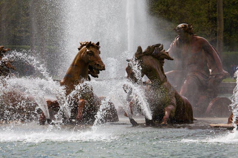 Apollo-Brunnen in den Schlossgärten von Versailles lizenzfreie stockfotos
