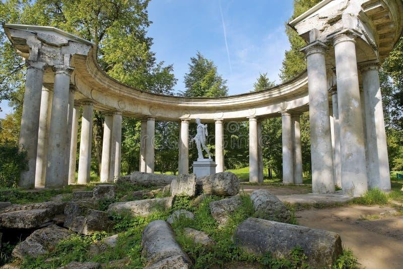 Apollo kolumnada w Pavlovsk parku, święty Petersburg, Rosja zdjęcie stock