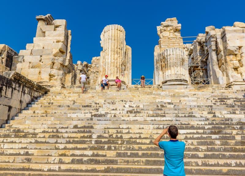 Apollo Temple på Didyma i Didim, Aydin, Turkiet royaltyfri bild