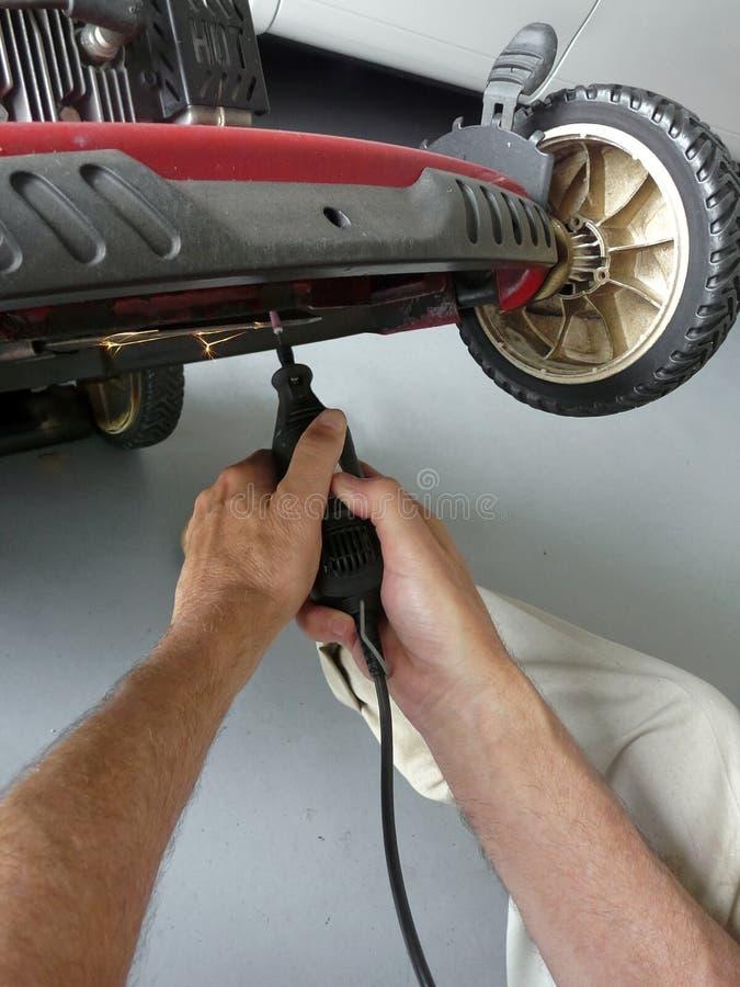 Apontando a lâmina do cortador de grama imagens de stock
