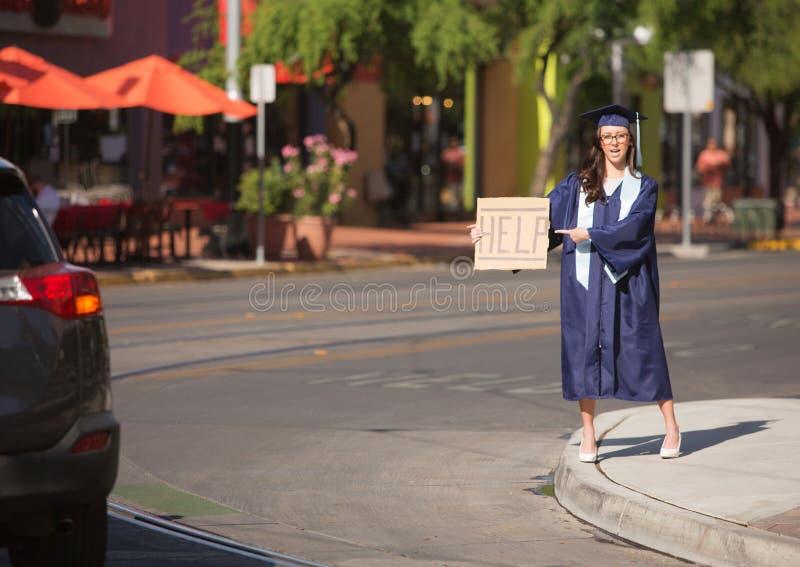 Apontar graduado a ajudar a assinar foto de stock royalty free