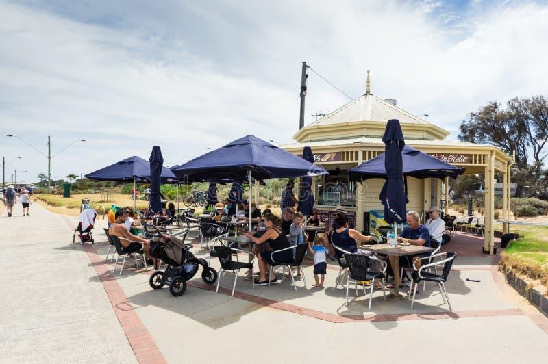 Aponte o café de Ormond no foreshore de Elwood Beach em Melbourne foto de stock royalty free