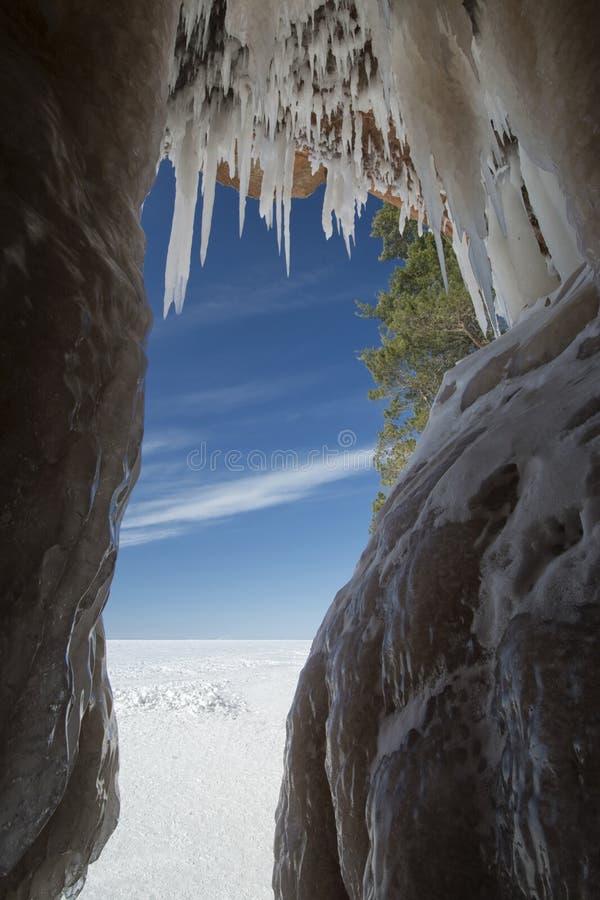 Apostel-Insel-Eis-Höhlen auf gefrorenem Oberem See, Wisconsin lizenzfreie stockfotografie