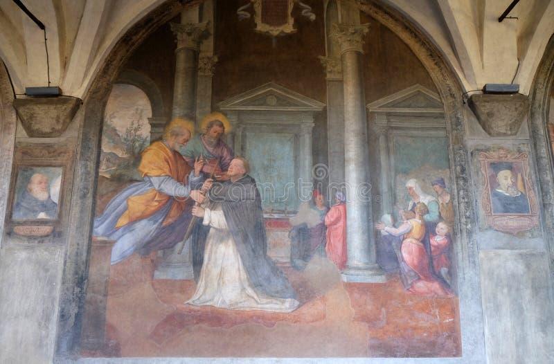 Apostlarna Peter och Paul syns till St Dominic, den Santa Maria Novella kyrkan i Florence arkivfoton