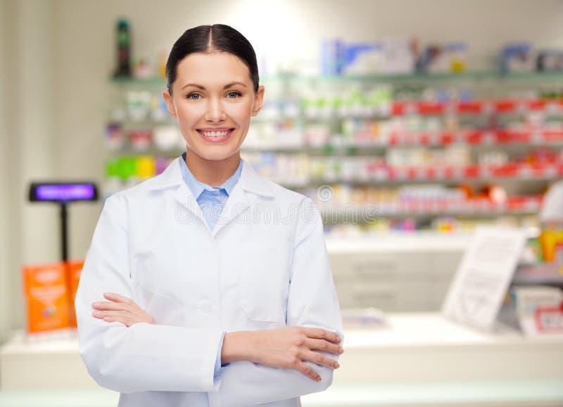 Apotekareapotek eller apotek för ung kvinna royaltyfri foto