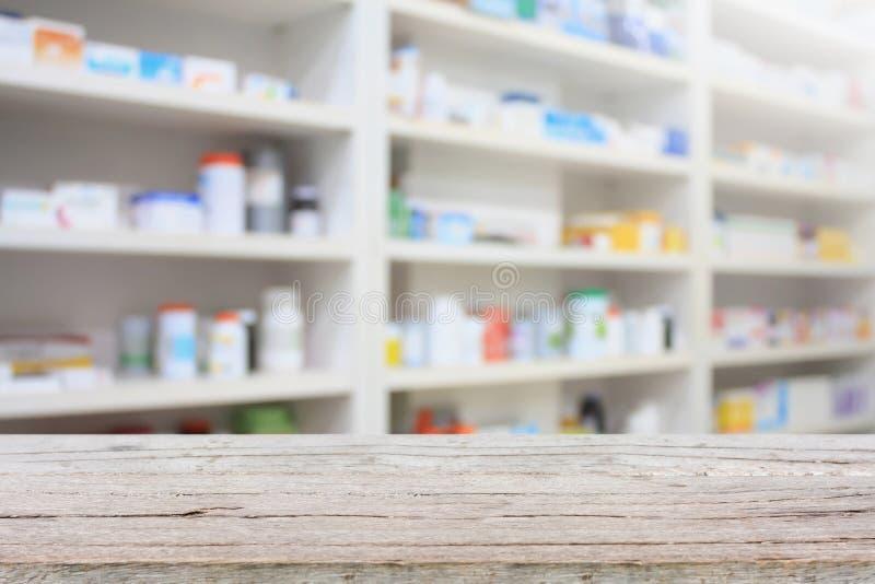 Apothekenprodukt-Anzeigenzähler mit Drugstoreregalen stockbilder