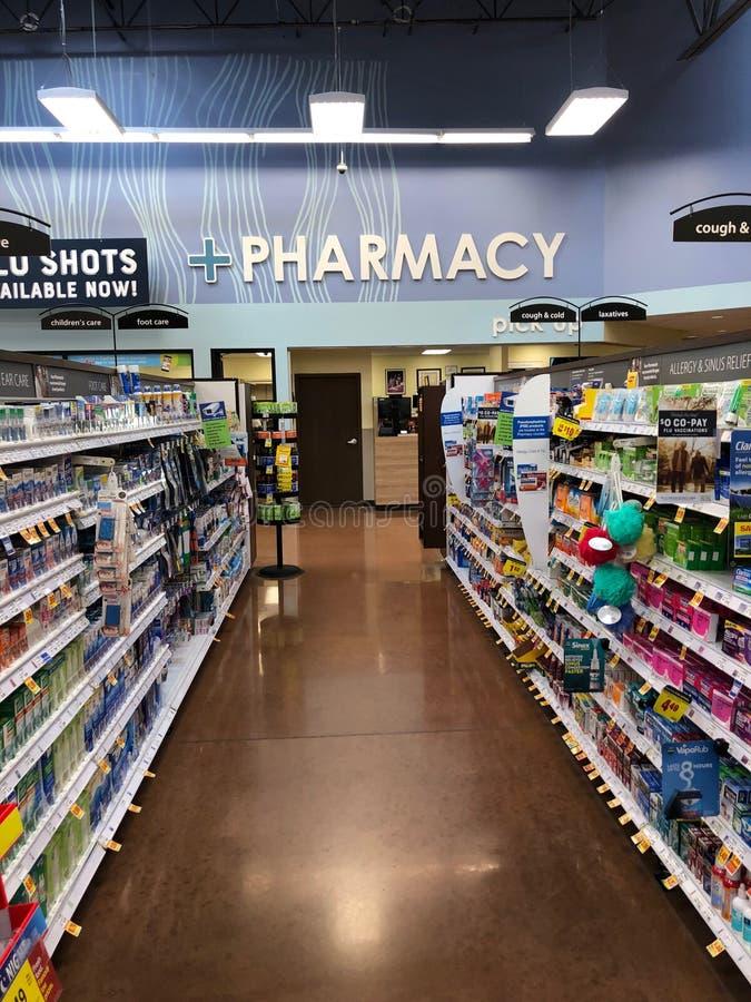 Apothekenspeicher innerhalb eines Supermarktes lizenzfreie stockfotos