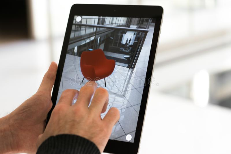 App aumentado de la realidad - colocación de los muebles en espacio de AR fotografía de archivo