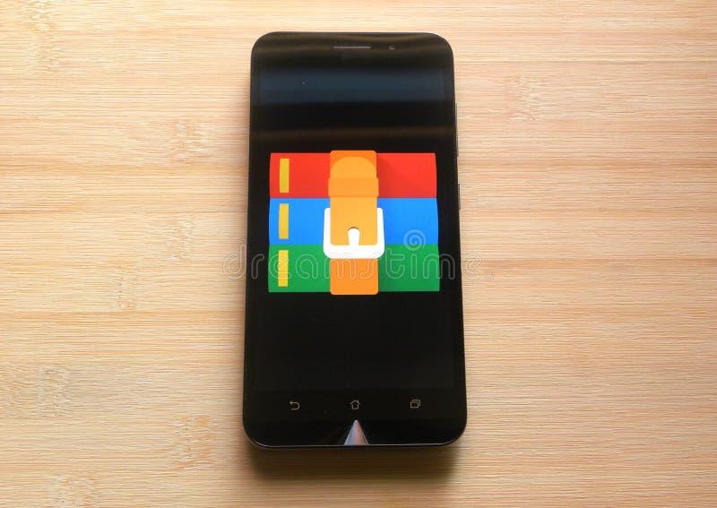 App de RAR en el teléfono móvil fotografía de archivo libre de regalías