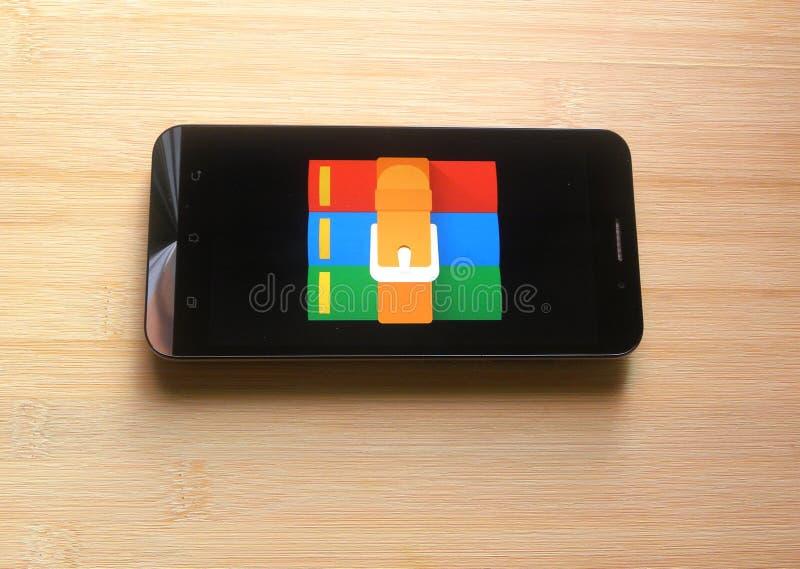 App de RAR en smartphone fotografía de archivo libre de regalías