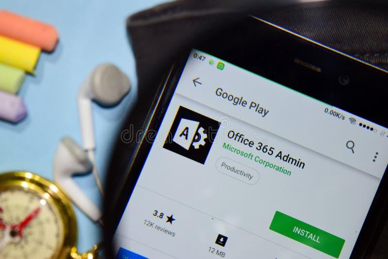 App del revelador del Admin de la oficina 365 con magnificar en la pantalla de Smartphone fotografía de archivo libre de regalías