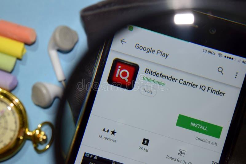 App för bärare för upphittare för Bitdefender bärareIQ med förstoring på den Smartphone skärmen royaltyfri bild