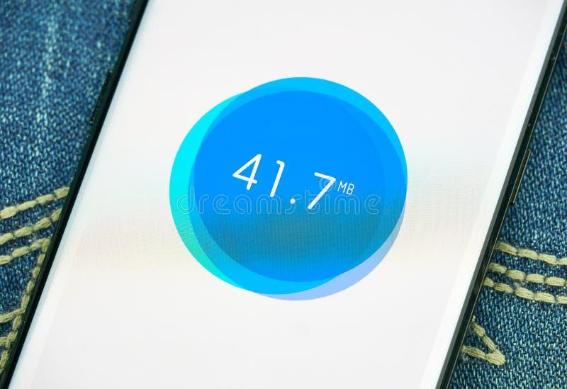 App móvil del limpiador de los ficheros de los desperdicios en Samsung s8 foto de archivo libre de regalías