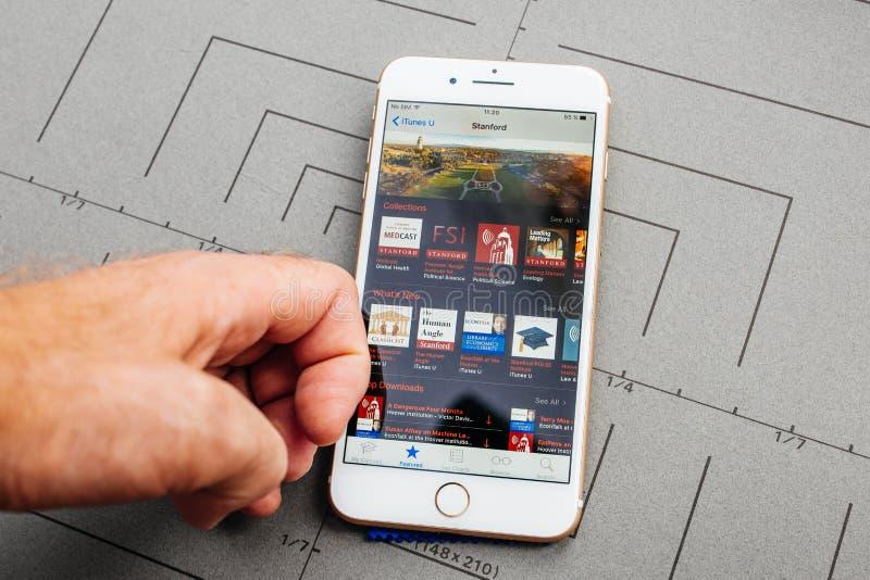 App op Apple-iPhone plus de toepassingssoftware royalty-vrije stock afbeeldingen