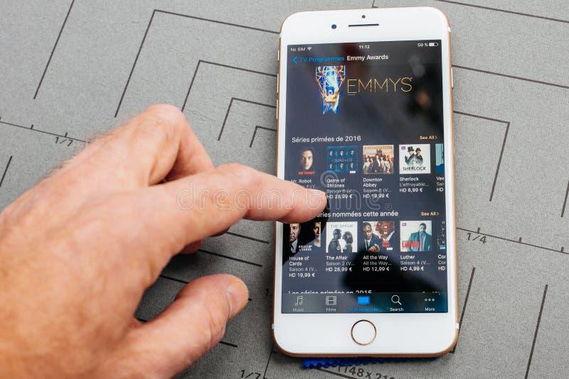 App sul iPhone di Apple più il software applicativo fotografie stock libere da diritti