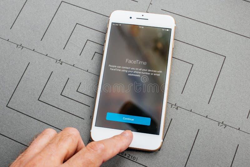 App sul iPhone di Apple più il software applicativo FaceTime fotografia stock libera da diritti