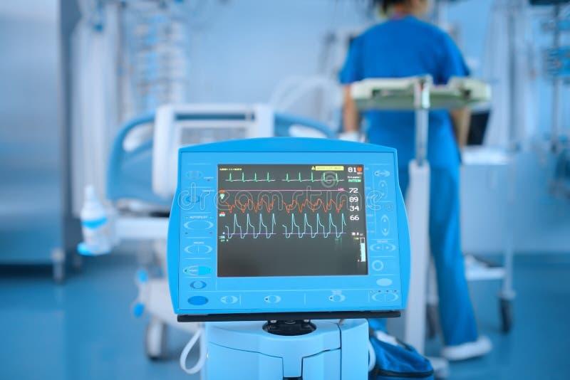 Apparaat met de ECG-monitor royalty-vrije stock foto's
