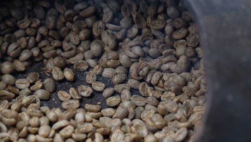 Apparaat voor koffiebonen het roosteren stock foto's