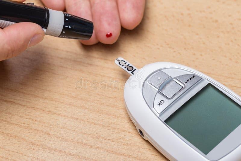 Apparat för att mäta kolesterol, och insulin och Scarifier _ fotografering för bildbyråer