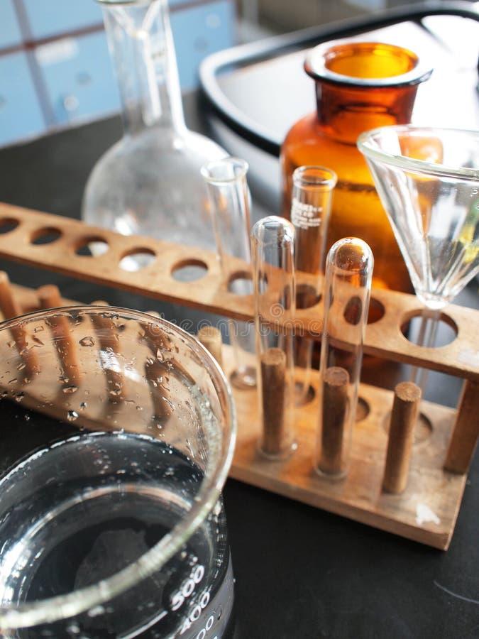 Apparatuur in laboratorium stock foto's