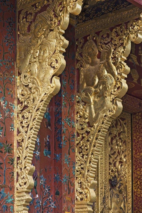 Apparecchiature di estrazione con filo interdentato, Temple Wat Xieng Thong, Luang Prabang, Laos fotografie stock