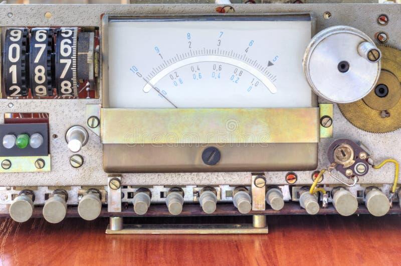 Apparecchio elettronico con le scale di misure immagini stock