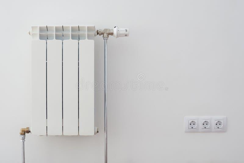 Appareil de chauffage à la maison de radiateur images stock