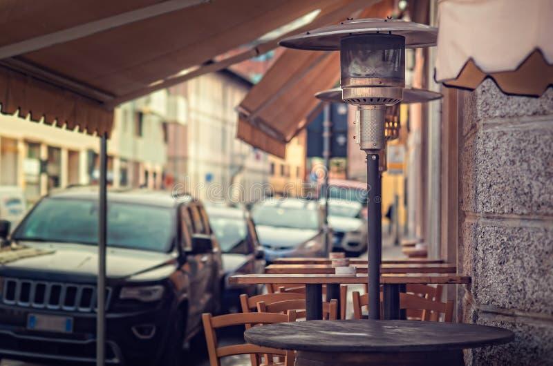 Appareil de chauffage de gaz, appareil de chauffage de patio, appareil de chauffage de champignon Tableaux pour manger  photographie stock