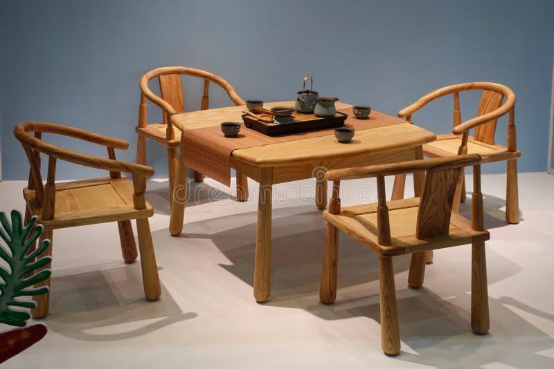 Appareil ménager de meubles de salon de service à thé de chaises de Tableau photos stock