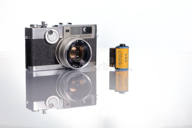 appareil-photo d'isolement au-dessus du blanc de cru de télémètre photo libre de droits