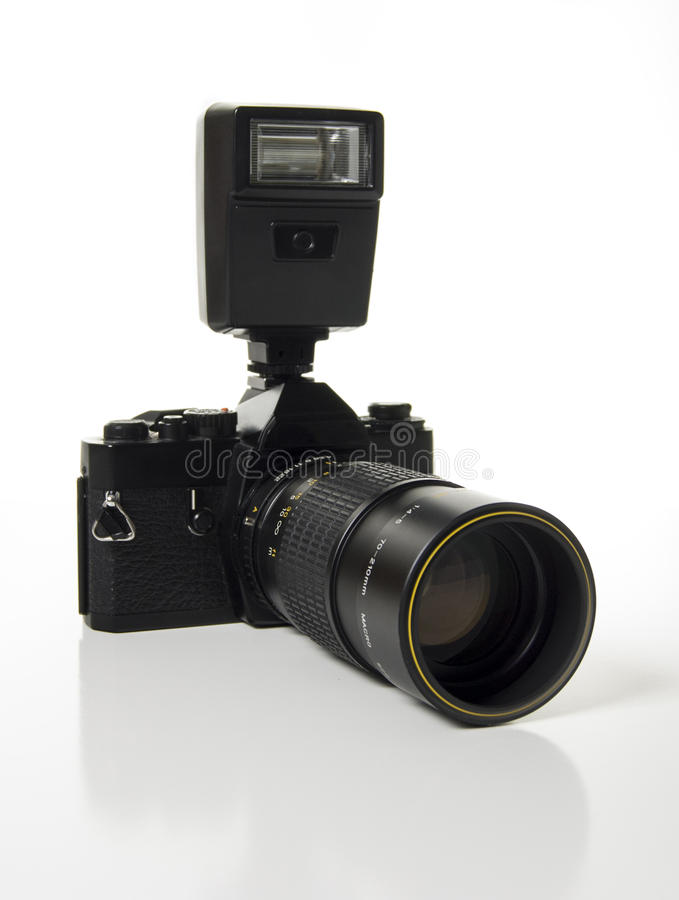 appareil-photo de 35mm SLR avec Speedlight image libre de droits