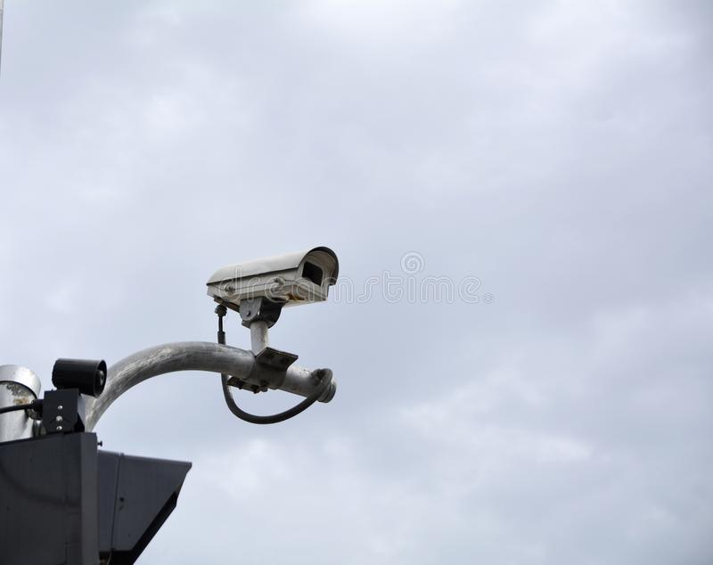 Appareil-photo de télévision en circuit fermé sur l'intersection du trafic photos libres de droits