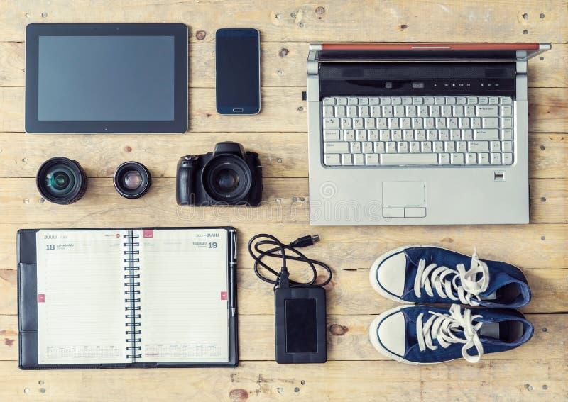 Appareil-photo, lentilles, comprimé, téléphone, stockage d'usb et ordinateur images stock