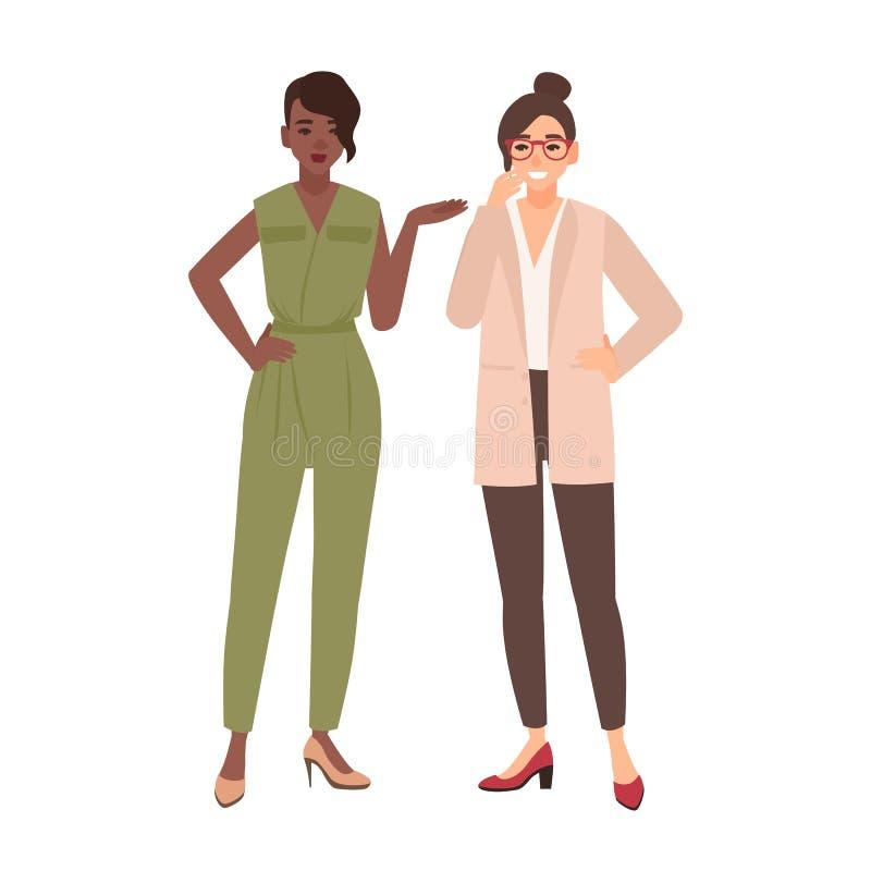 Appareillez des femmes de sourire habillées dans des vêtements d'affaires ou des employés de bureau féminins parlant entre eux et illustration stock
