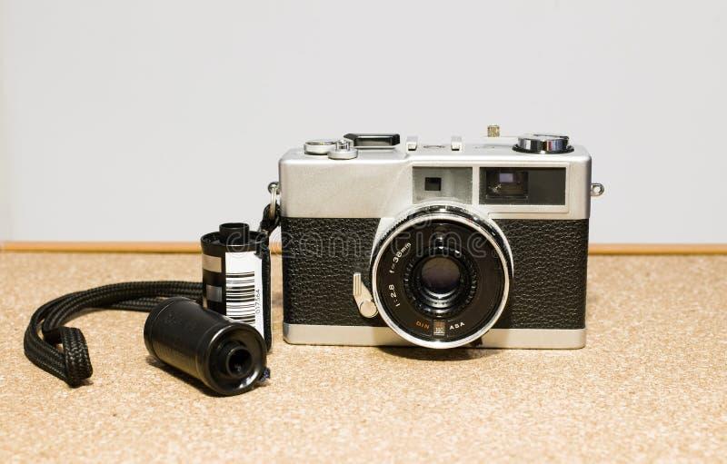 appareils-photo de film de 35mm, et films photographie stock libre de droits