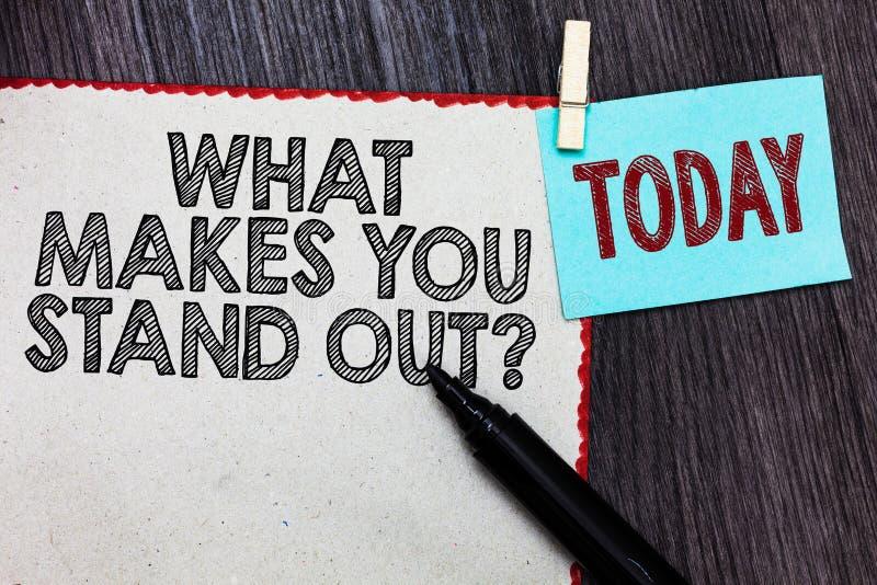 Apparence de note d'écriture ce qui vous incite à tenir la question Photo d'affaires présentant interrogeant quelqu'un au sujet d photos stock
